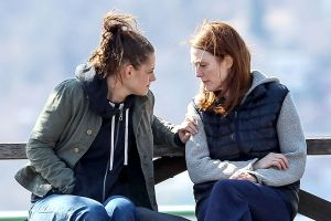 Kristen Stewart as Lydia tries to connect with her mother Alice (Julianne Moore).
